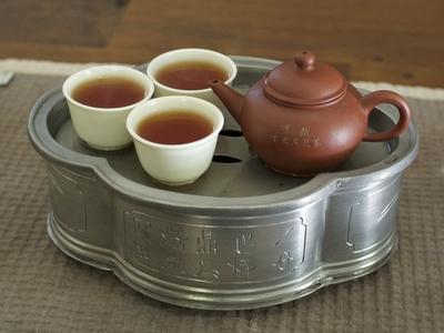 http://veggiechinese.net/teadrunk/TN_pewter_tea_boat1.jpg